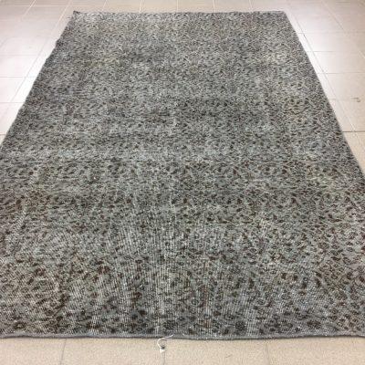 pilkas vintažinis rankų darbo vilnos kilimas
