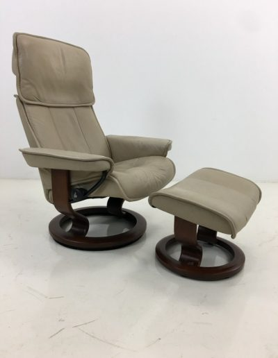 AA0111 foteliai-su-pufais (5)