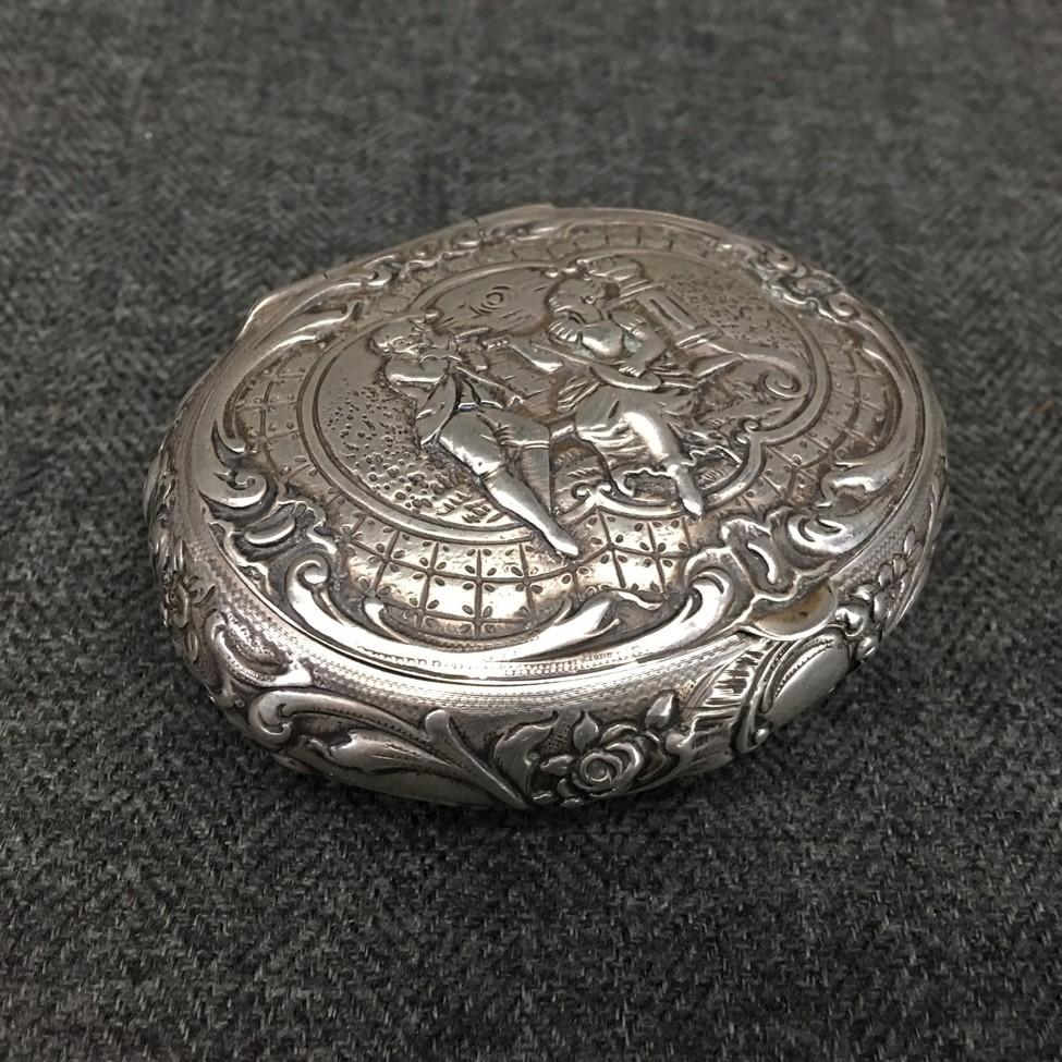 sidabrinė senovinė papuošalų bdėžutė
