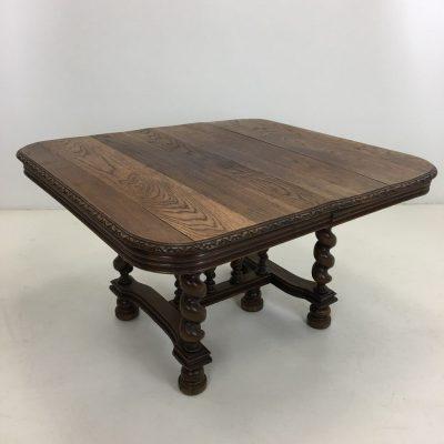 senovinis ąžuolinis stalas pynės formos kojomis