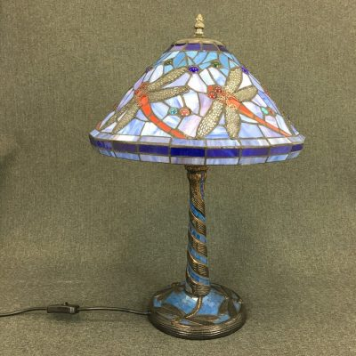 mėlyna stalinė tiffany lempa