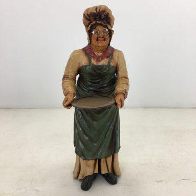 močiutės su padėklu skulptūra