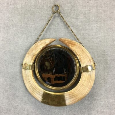 ant sienos kabinamas veidrodis kauliniame rėme