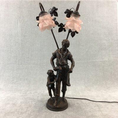 stalinis šviestuvas su skulptūra