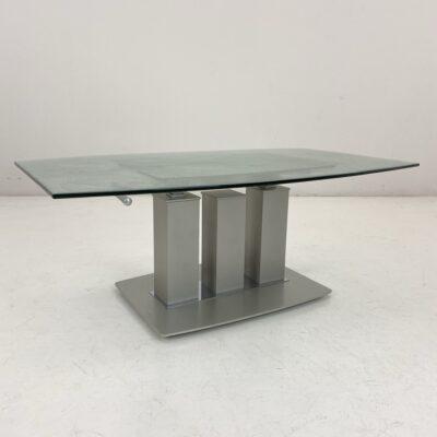 vintažinis staliukas su akmeniu