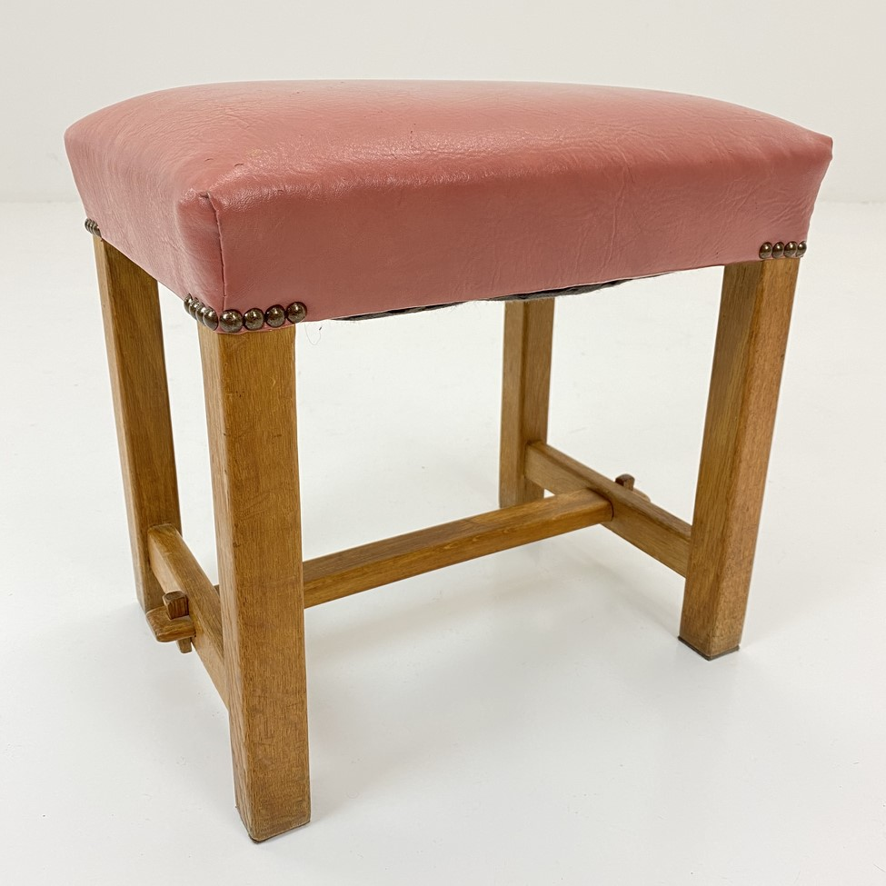 naudotas rožinės spalvos pufas su oda