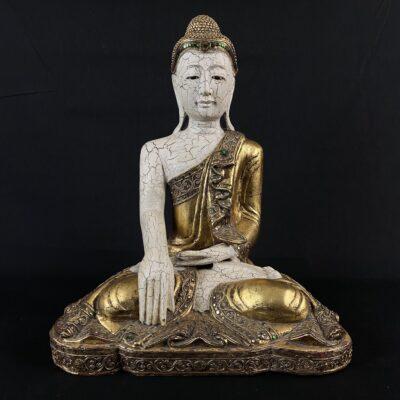 medinė Budos skulptūra aukso spalvos tunika
