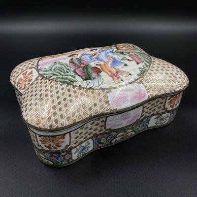 Rytietiška keramikinė papuošalų dėžutė