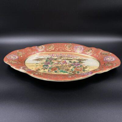Rankomis tapyta porcelianinė lėkštė