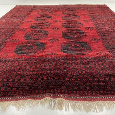 naudotas raudonas rankų darbo kilimas