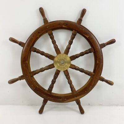 medinis laivo vairas su žalvariu