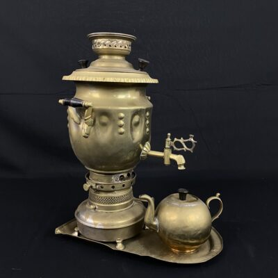 žalvarinis samovaras su padėklu ir arbatinuku