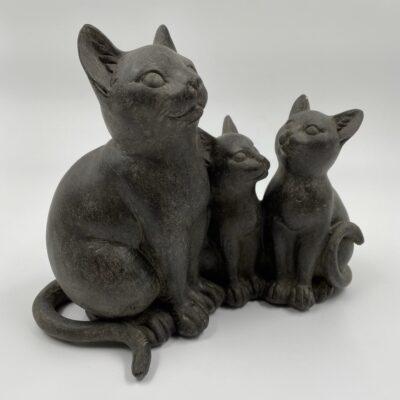 Trijų kačių skulptūra