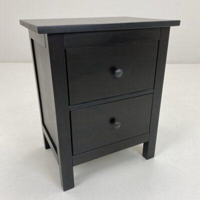 Naudota juoda vintage miegamojo spintelė su dviem stalčiais