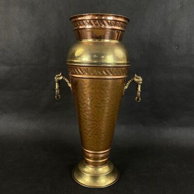 Senovinė vario ir žalvario vaza su žiedų formos ąselėmis
