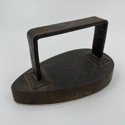 Senovinis metalinis lygintuvas