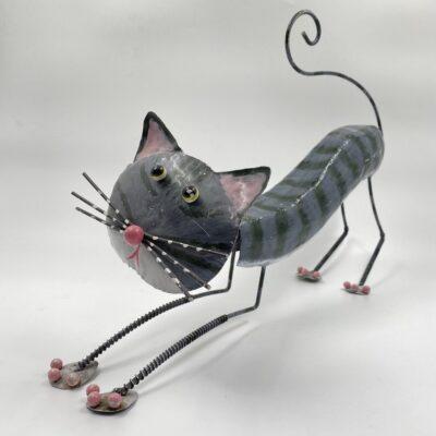 metalinė katino skulptūra