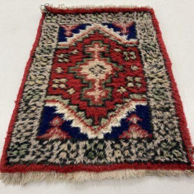 Rankų darbo vilnonis kilimėlis