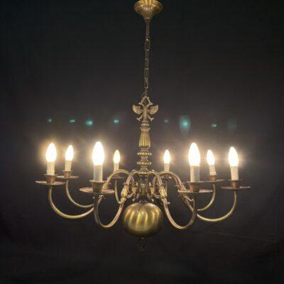 Aštuonių lempų žalvarinis sietynas su Habsburgų ereliu