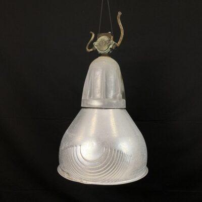 Pakabinamas industrinio stiliaus šviestuvas aliuminio korpusu