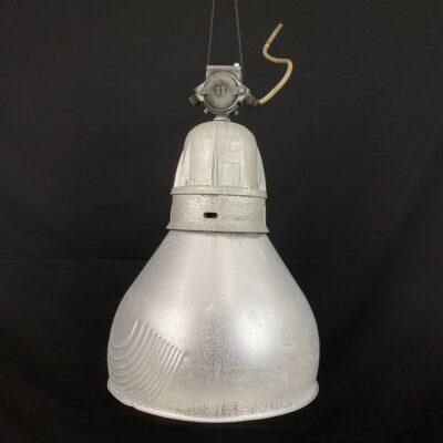 Pakabinamas industrinio stiliaus šviestuvas