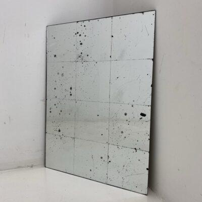 Sidabro spalvos sendintas veidrodis