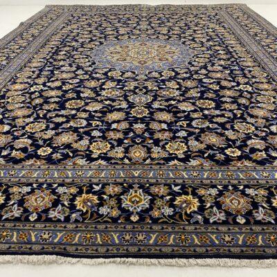 Mėlynas augaliniais ornamentais dekoruotas persiškas rankų darbo kilimas Keshan