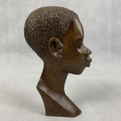Iš medžio drožta afrikietiška skulptūra