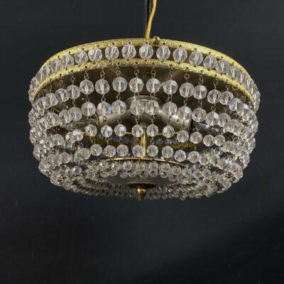 Suvertų krištolo detalių lubinis šviestuvas su žalvario apdaila
