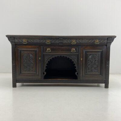 Senovinė tamsi ąžuolinė komoda su trimis stalčiais išorėje