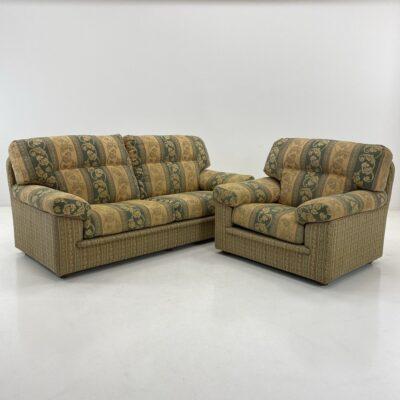 Šiuolaikinis šviesiai žalsvas minkštas komplektas: dvivietė sofa ir fotelis