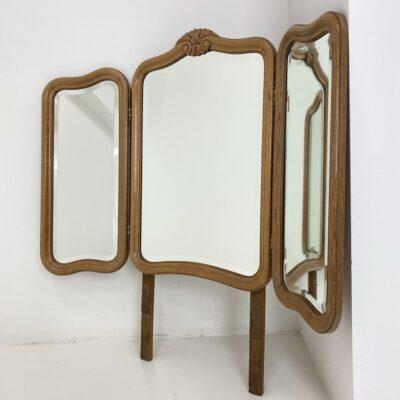 Trijų dalių baldo veidrodis