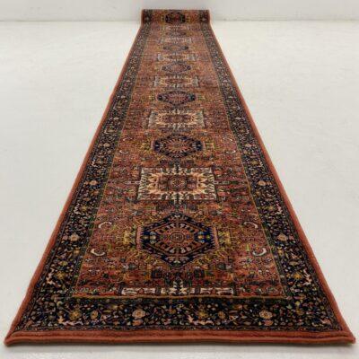 Rausvas geometriniais ornamentais austas kilimėlis