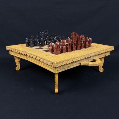 Mediniai drožinėti šachmatai ir nardai su dėžute, išsilankstančią į lentą - staliuką