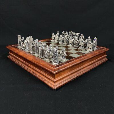 """Šachmatai su """"Žiedų valdovo"""" veikėjų figūromis"""