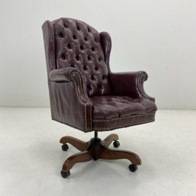 """Odinis """"Chesterfield"""" stiliaus biuro krėslas su ratukais aptrauktas ruda oda"""