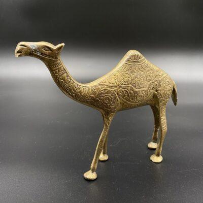 Žalvarinė kupranugario skulptūra