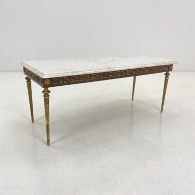 Žalvarinis svetainės staliukas žalvariniu korpusu ampyro stiliaus kojytėmis su balto marmuro viršumi