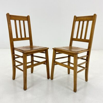 """Senovinės """"Luterma"""" art deco stiliaus kėdės su įspaudais sėdimojoje dalyje."""