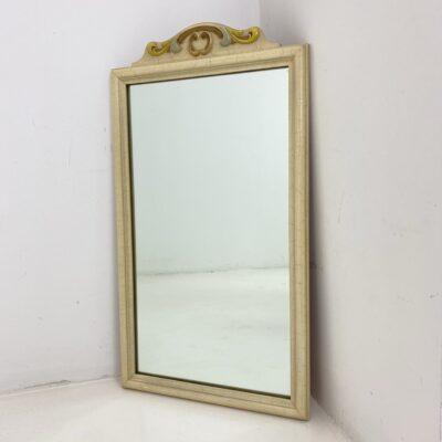 Provanso stiliaus veidrodis baltu rėmu