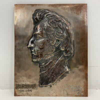Bronzinė F. Šopeno atminimo lenta skirta 100 gimimo metinėms su kompozitoriaus profiliu