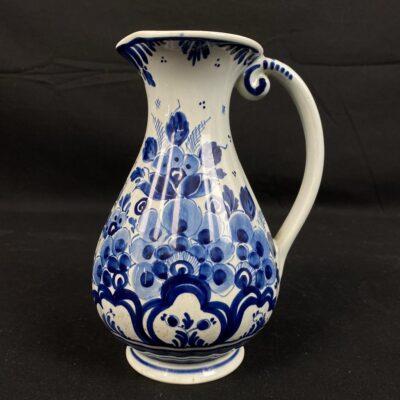 """Mėlynas žymios olandų keramikos įmonės """"Delft"""" ąsotis dekoruotas rankomis pieštais ornamentais"""