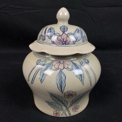 Keramikinis indas su dangteliu su tapytomis gėlėmis