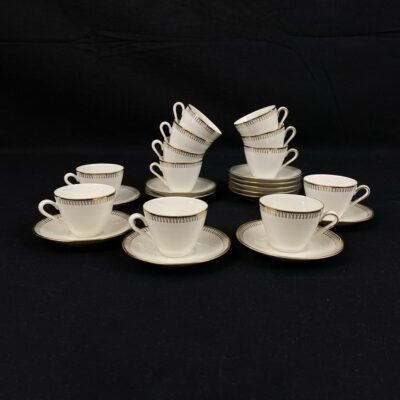 """Vokiškas porcelianinis kavos servizas """"Bavaria Winterling"""" kurį sudaro 12 puodelių su lėkštutėmis"""