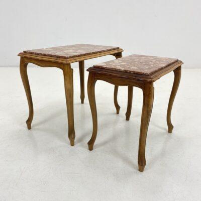 Dviejų lizdinių ąžuolinių staliukų su marmuru komplektas