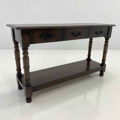 Ąžuolinis konsolinis staliukas su trimis stalčiais ir lentyna apačioje