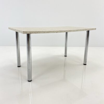 Baltas valgomojo stalas