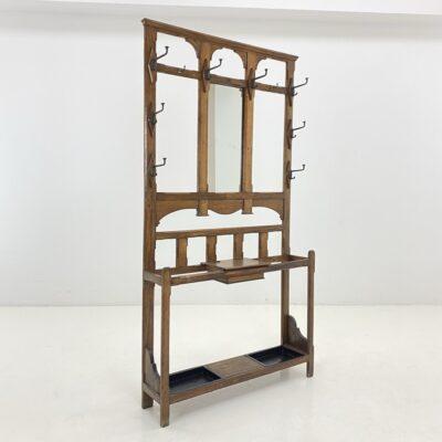 Ąžuolinis prieškambaris su kabyklomis ir veidrodžiu