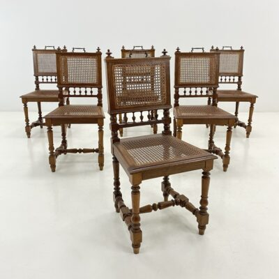 Senovinės ąžuolinės kėdės ratano atkalte ir sėdimąja dalimi