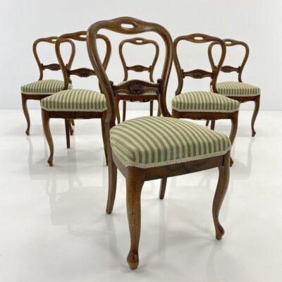 Senovinės kėdės atviromis ovalo formos atkaltėmis, lenktomis kojytėmis, aptrauktos žalsvu gobelenu